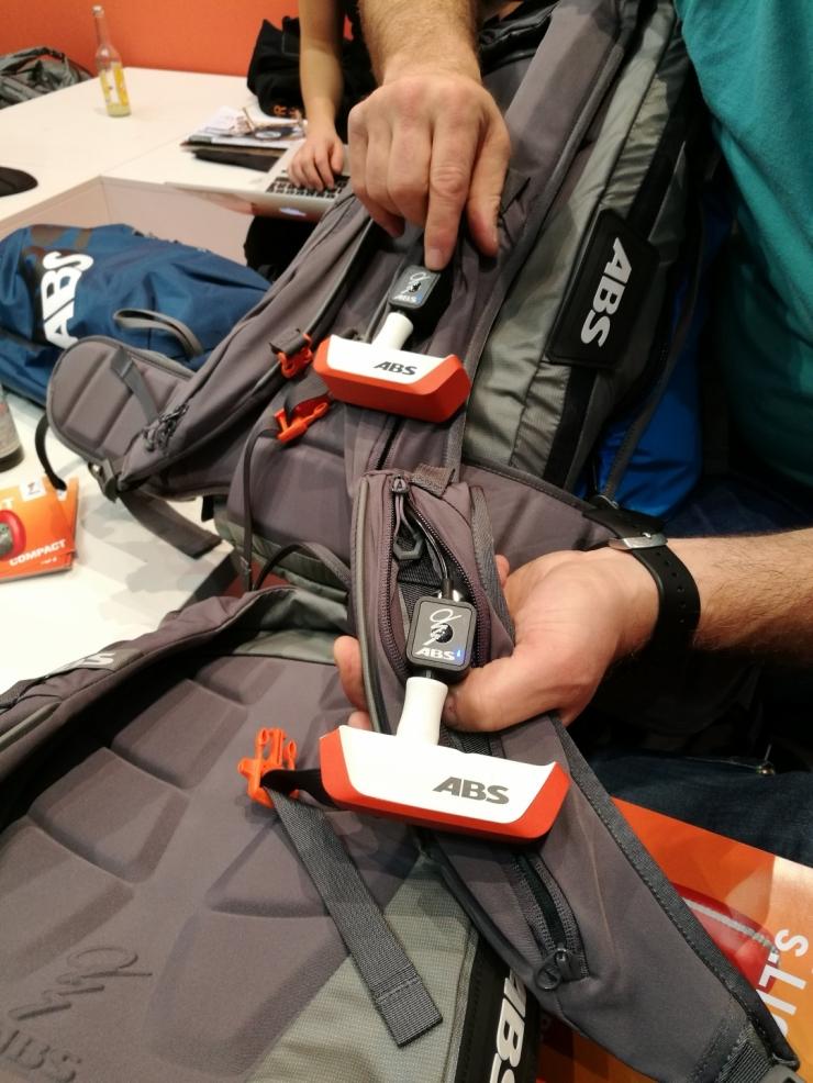 P.RIDE nabízí možnost spárování celého družstva, takže může každý z družstva aktivovat všechny batohy.