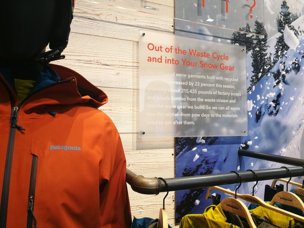 Patagonie dál razí udržitelnou a férovou cestu při výrobě svých produktů. Pro další sezónu opět navyšuje poměr recyklovaného materiálu ve svých produktech. Doslova tak mění problematický odpad (plastové lahve) na luxusní vybavení...